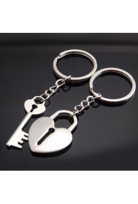 Vous pouvez faire plaisir à votre moitié avec ce porte clés amoureux : original et à petit prix !